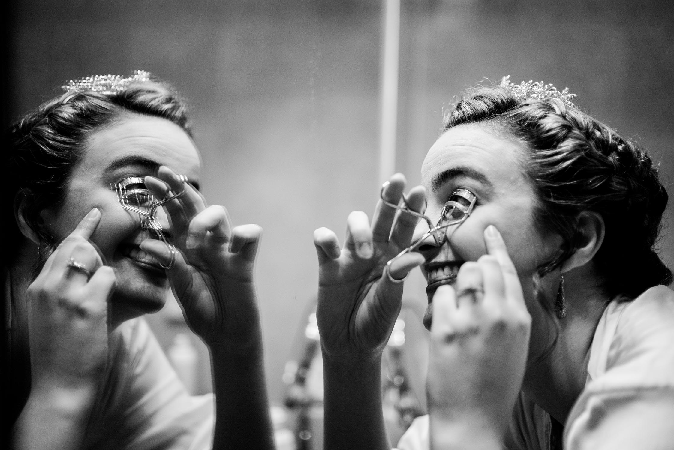 Top texas wedding photographer Philip Thomas shows bride applying a eye lash curler