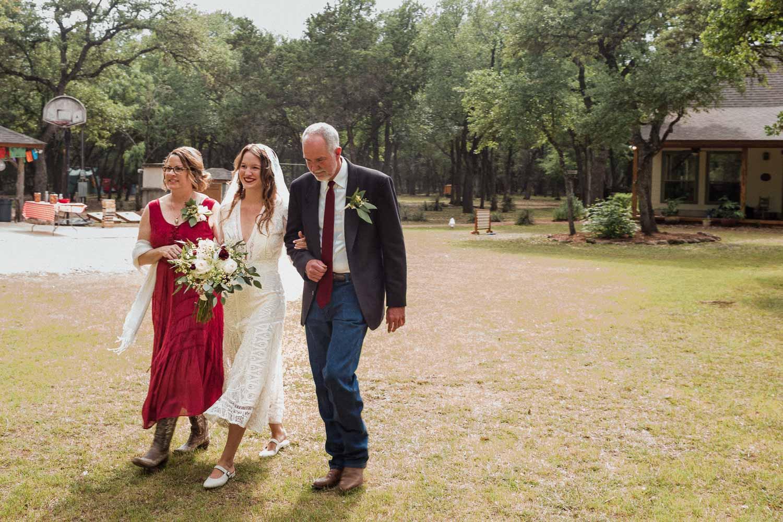 Texas Hill Country Ranch Wedding - Bri + Joe - American girls meets a Brit-Wedding photographer-Philip Thomas-028